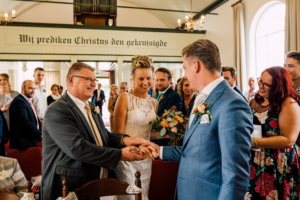 Dayofmylife-trouwen-bruidsfotograaf-trouwfotograaf-Elburg-fotoshoot elburg-trouwen boerenschuur-vierhouten049