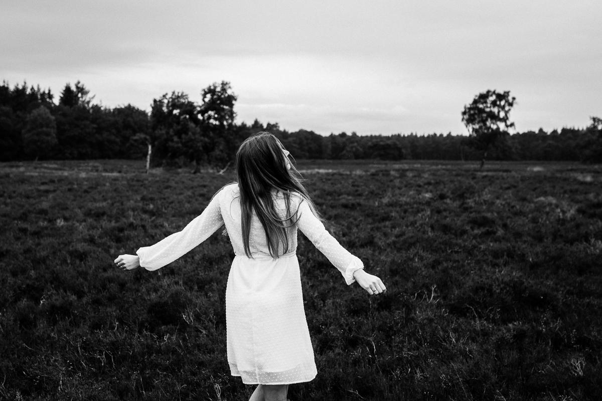 Loveshoot Heerde, fotoshoot Heerde, fotograaf, bruidsfotografie, dayofmylife, zwangerschapsshoot, schaapskooi, dellen-12