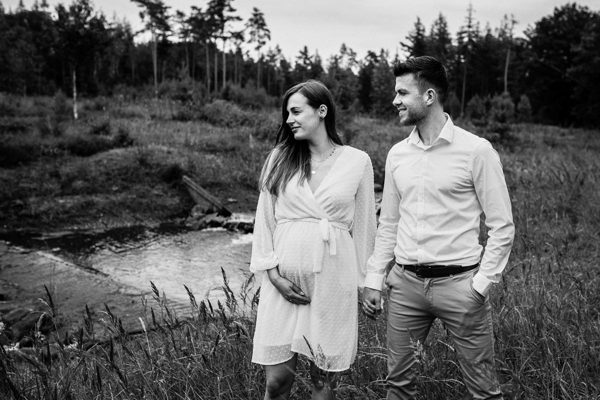 Loveshoot Heerde, fotoshoot Heerde, fotograaf, bruidsfotografie, dayofmylife, zwangerschapsshoot, schaapskooi, dellen-21