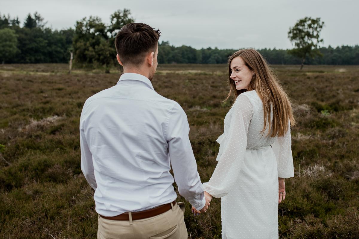 Loveshoot Heerde, fotoshoot Heerde, fotograaf, bruidsfotografie, dayofmylife, zwangerschapsshoot, schaapskooi, dellen-4