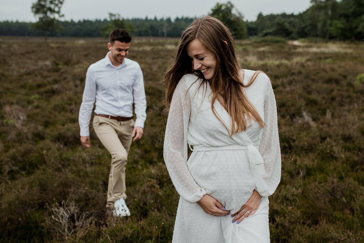 Loveshoot Heerde, fotoshoot Heerde, fotograaf, bruidsfotografie, dayofmylife, zwangerschapsshoot, schaapskooi, dellen-5