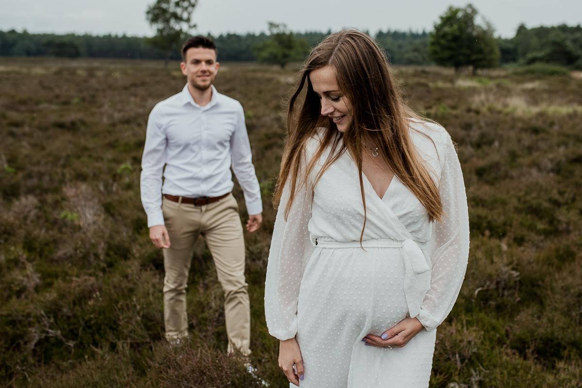 Loveshoot Heerde, fotoshoot Heerde, fotograaf, bruidsfotografie, dayofmylife, zwangerschapsshoot, schaapskooi, dellen-6